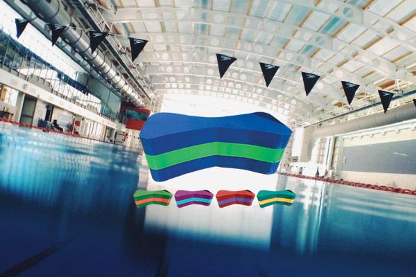 دوقلوی شنا استخر
